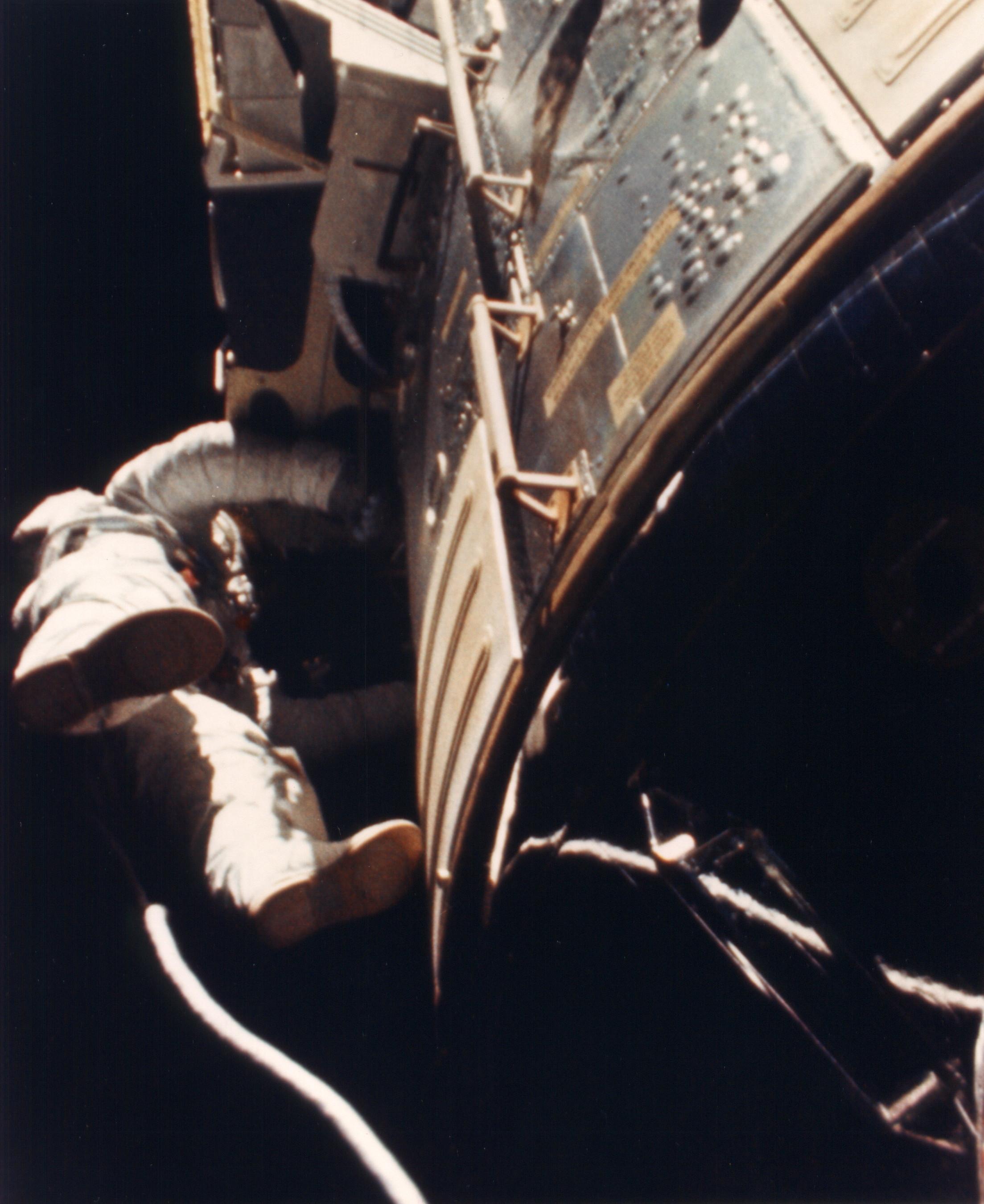 ap15-S71-43202HR.jpg
